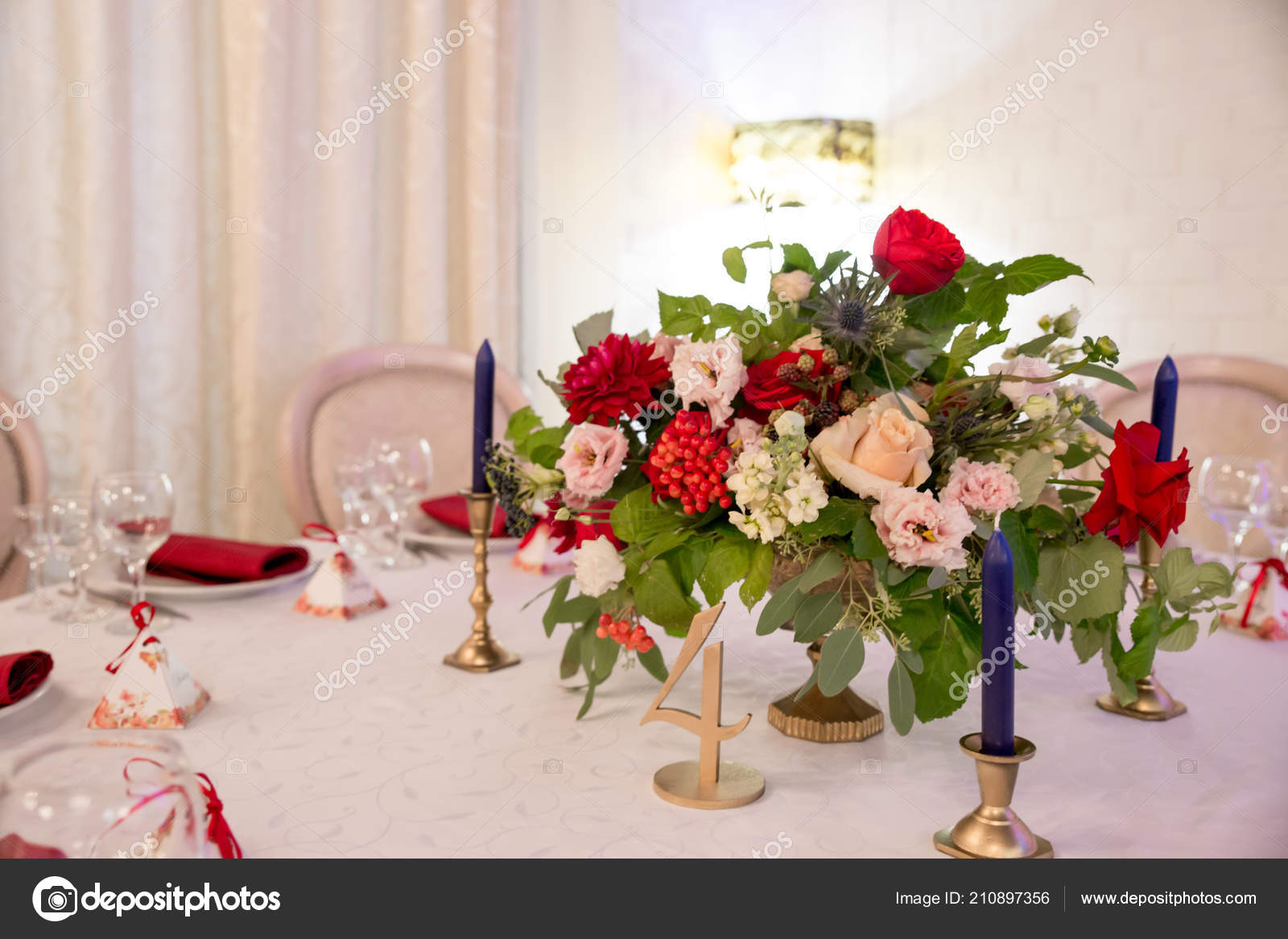 Red and white table settings for weddings