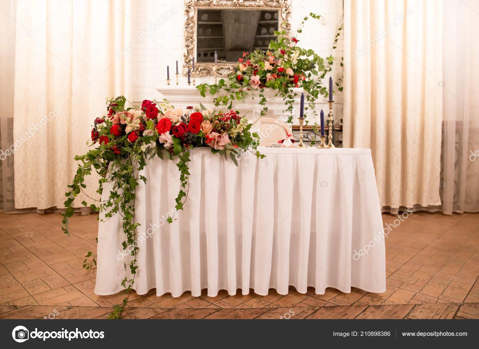 Tischdekoration Fur Hochzeit Tischdekoration Blumen Rote Und Weisse