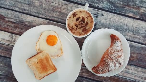 Könnyű finom reggeli egy csésze kávéval