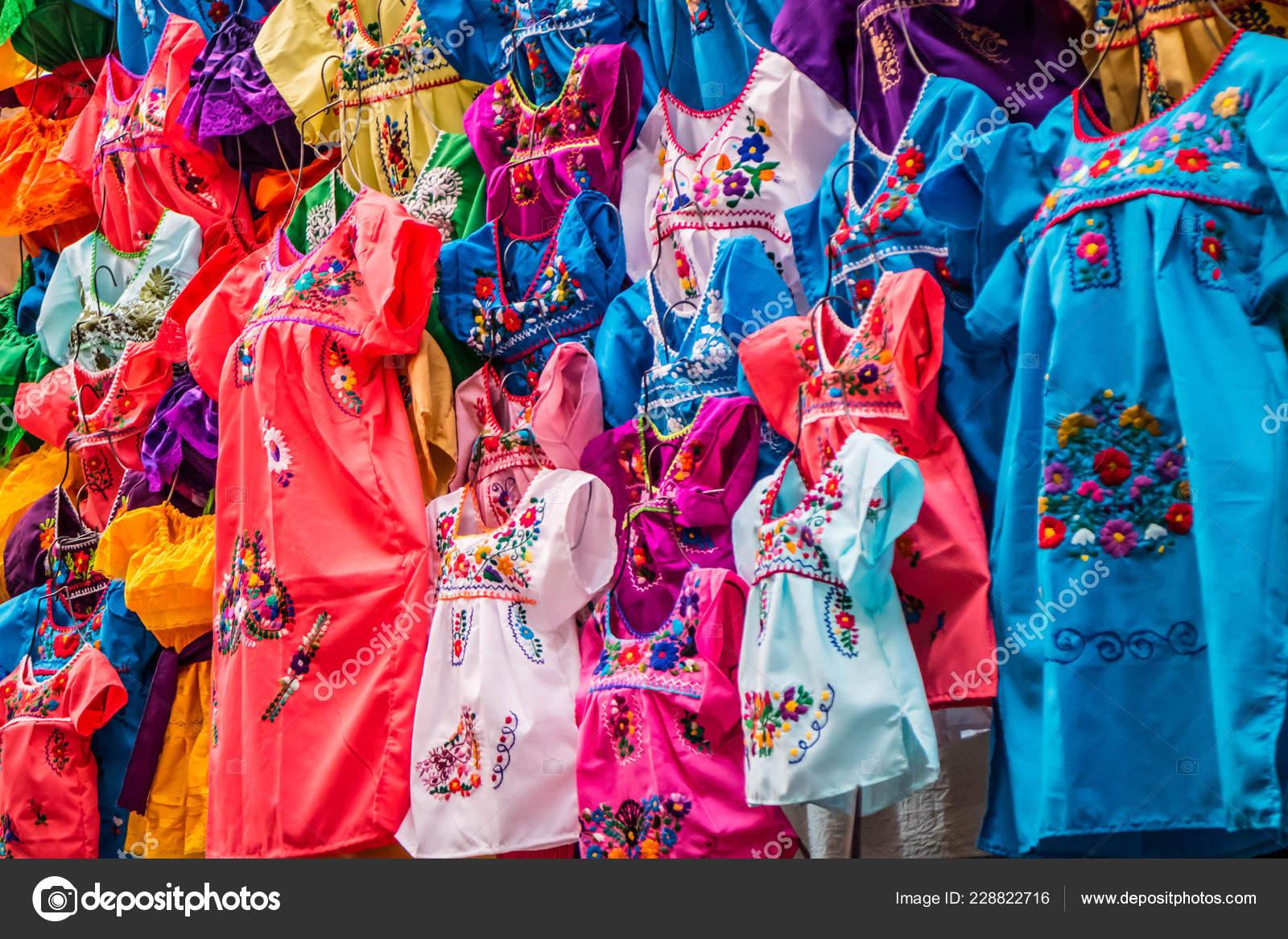 8f84208c7e90 Ένα Παραδοσιακό Μεξικάνικο Ρούχα Progreso Nuevo Μεξικό — Φωτογραφία ...