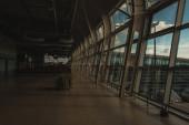 Innenraum mit leerer Wartehalle des Flughafens in Kopenhagen, Dänemark