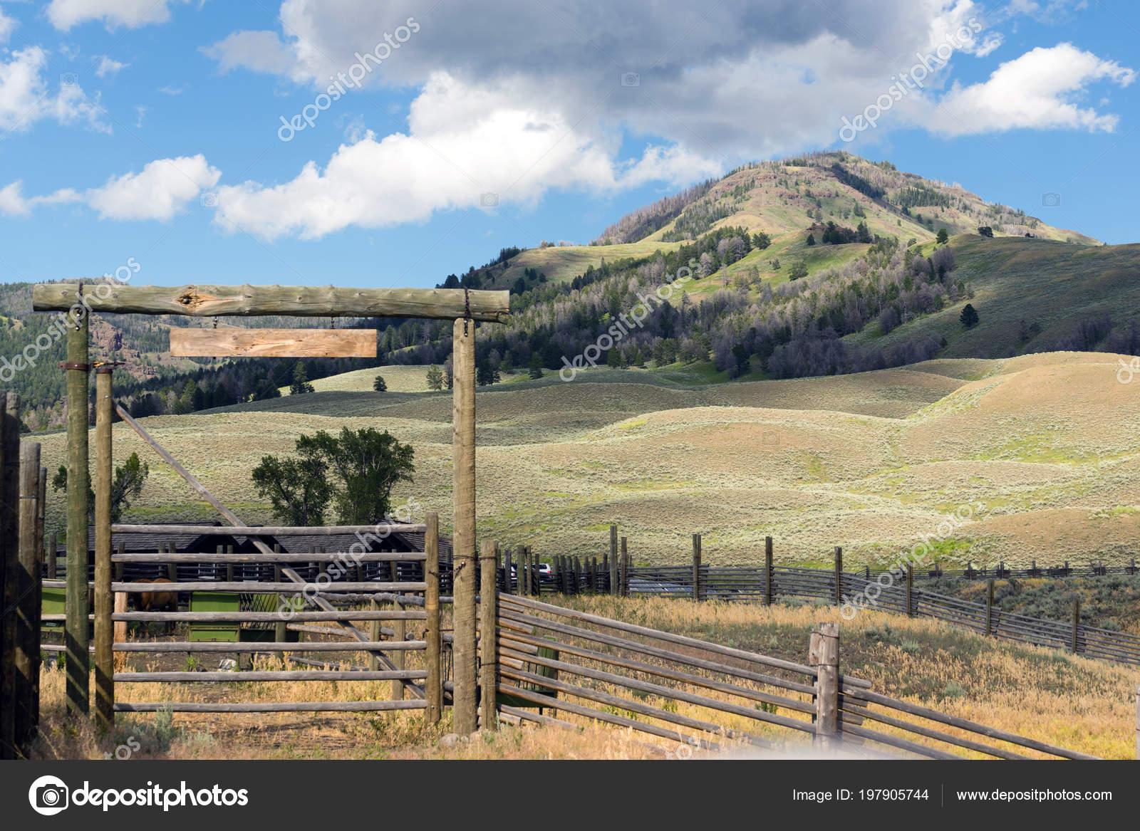 Ein Vieh Zaun Und Einfahrt Tor Arbeiten Western Ranch Stockfoto