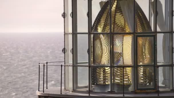 Heceta hlava je určen státní scénický prostor v Oregonu s výhledem na Tichý oceán s Fresnelova čočka