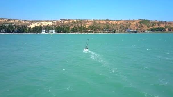 surfař rychlosti do tropical palm beach