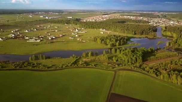 képi vidéki táj területeken folyó és a falvak