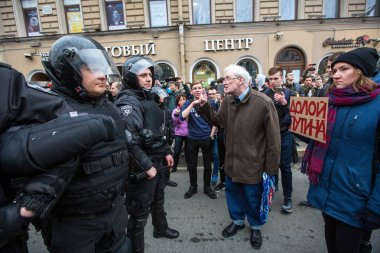 ST.PETERSBURG, RUSSIA - MAY 5, 2018: Police officers in riot gear block an Nevsky prospect during an opposition protest rally ahead of President Vladimir Putin's inauguration ceremony (Inscription: to remove Putin)