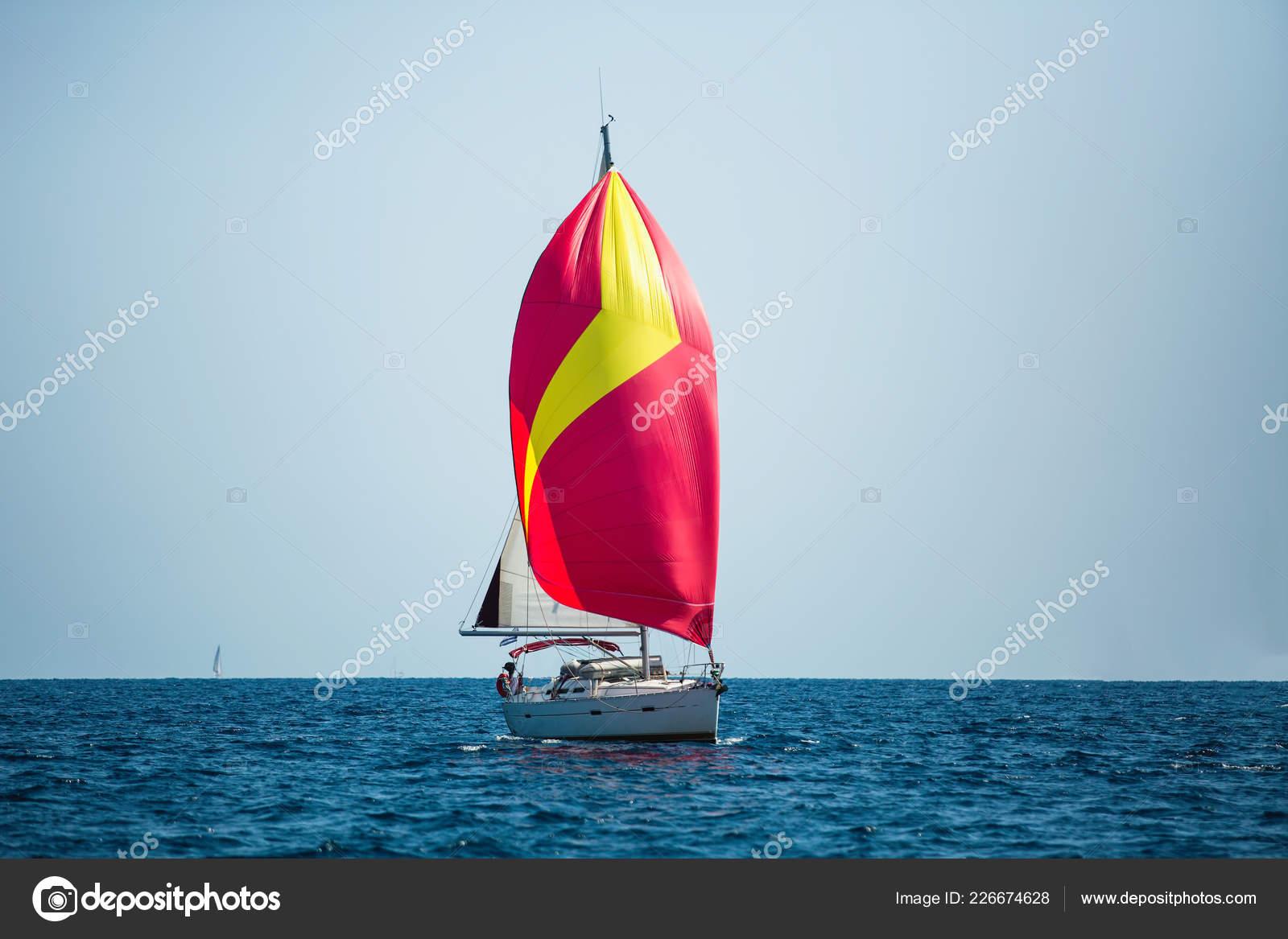Luxury Yacht Red Sails Regatta Sailing Wind Waves Sea — Stock Photo