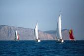 Kaland és a luxus nyaralást. Vitorlás hajók a vitorlás yacht regatta-Égei-tengeren