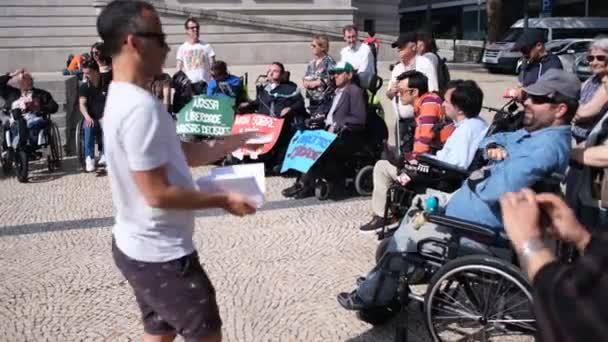 Porto, Portugal - 5. Mai 2019: Manifest für ein unabhängiges Leben (Marsch der Behinderten) Fordert die Einhaltung der Rechte in Bezug auf persönliche Betreuung, Wohnung, Beschäftigung, Bildung, Verkehr