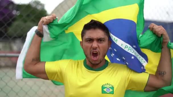 Brazilské muž ventilátor slaví