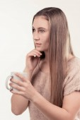 lány-egy csésze tea és kávé