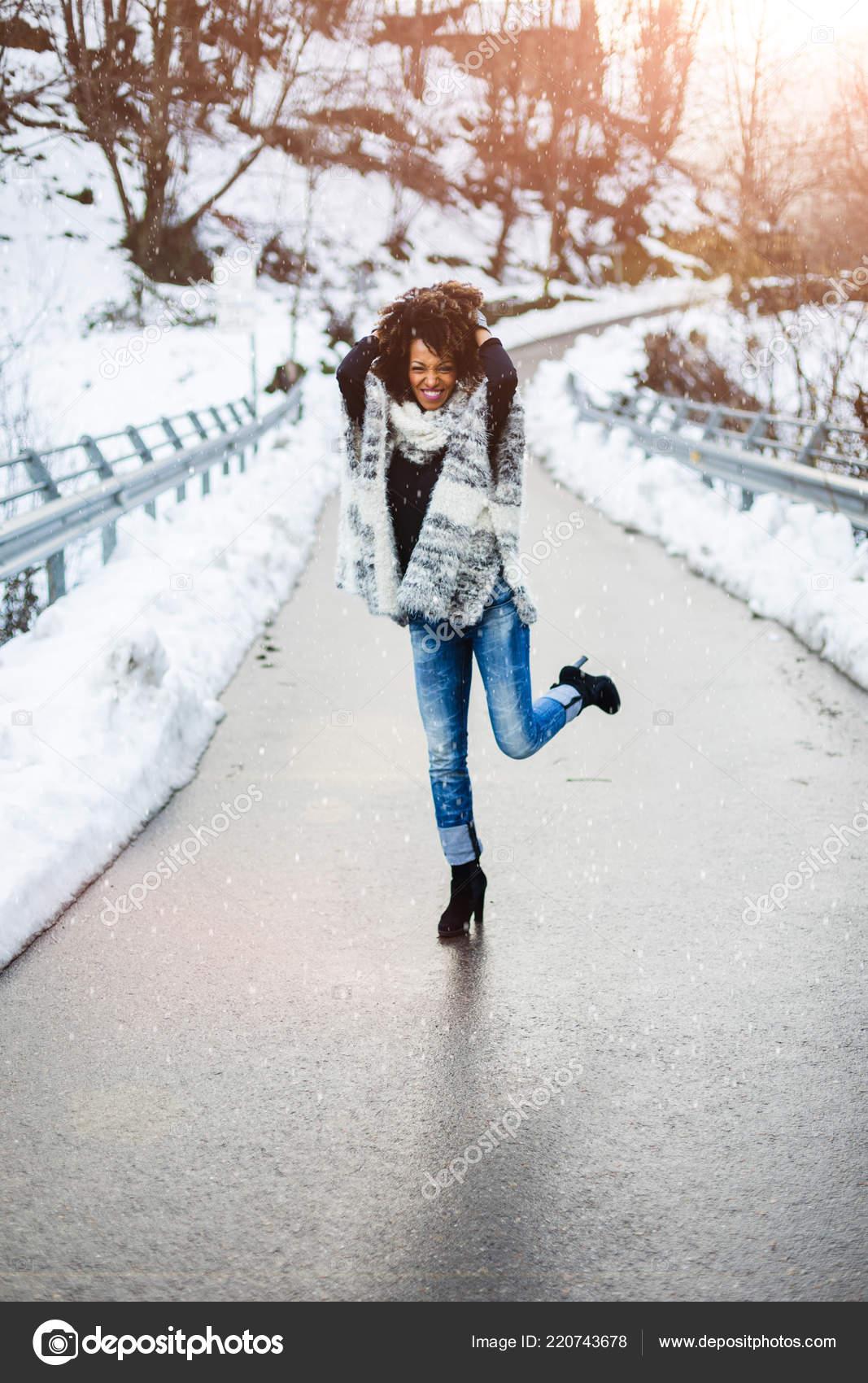 Негритянка зимой