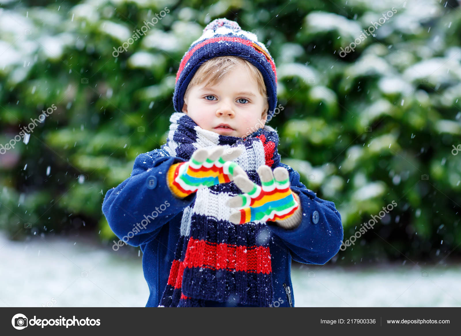Cute little funny kid boy in colorful winter fashion clothes having ... 54b587016