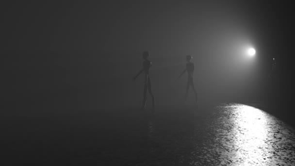 strašidelný mimozemšťané chodit v mlze