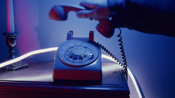 Retro 80s phone concept, answering phone