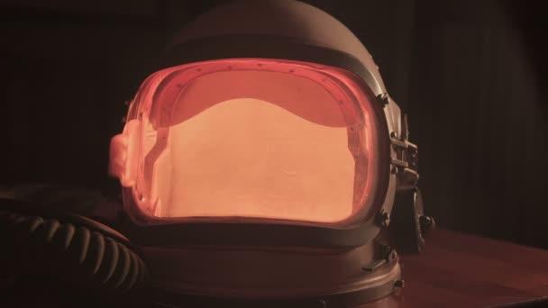 Astronautenhelm mit RGB-Licht