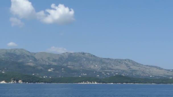 Pantokrator-Berge auf der Insel Korfu (Griechenland). Rundumblick von der Küste.