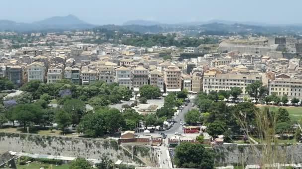 Korfu, Corfu / Griechenland 1. Juni 2018: Luftaufnahme über der historischen Stadt Korfu (Griechenland) mit ihm neue Festung, Altstadt und Hafen.