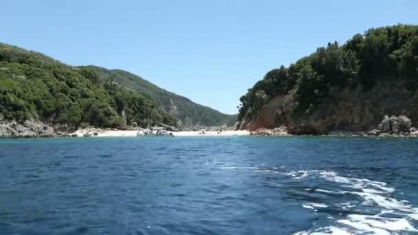 Seascape, Korfu (Görögország): paradise beach része Limni Glyko beach mellett Liapádes falujától. kréta sziklák mentén a szikla.