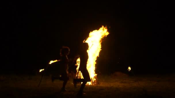 Velký oheň hoří v noci, ruské lidové tradice