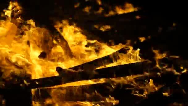 Požár, hoří dům, zkratu, nebezpečí