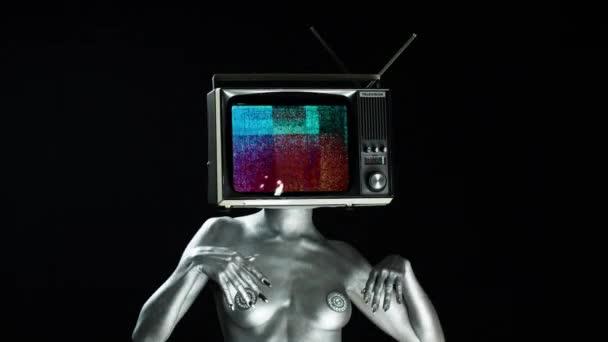 nackt vorm fernseher