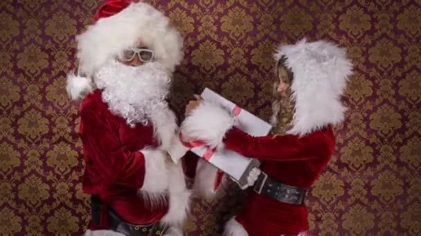 Mikulás és a szép asszony Claus harc ajándék