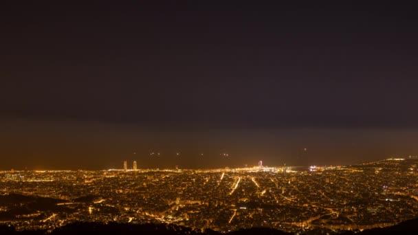 Zeitraffer während der Nacht über die Stadt barcelona