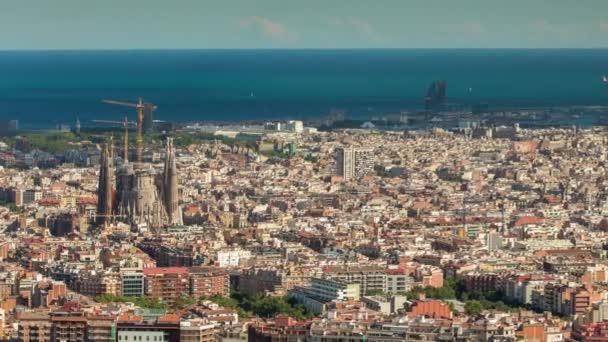 Weitwinkel-Zeitraffer von Barcelona, aufgenommen von den Bunkern de Carmel mit atemberaubendem Panoramablick über die Skyline der Stadt