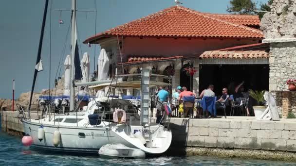 Veli Lošinj - květen 2017 - malé rybářské město Veli Lošinj na ostrově Cres, Chorvatsko