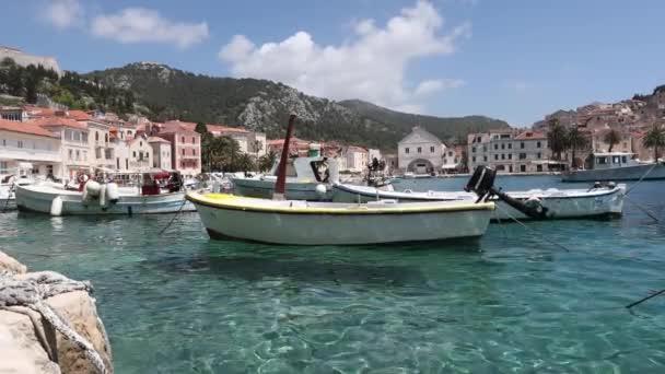 krásné přístavní město Hvar, elegantní hlavní město na ostrově Hvar, Chorvatsko