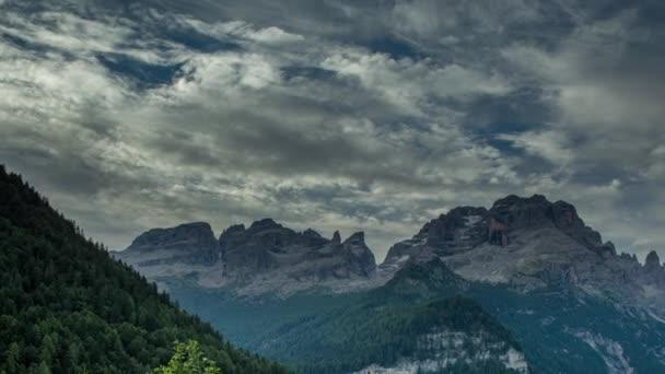 Timelapse z úžasné hory Dolomity v italských Alpách