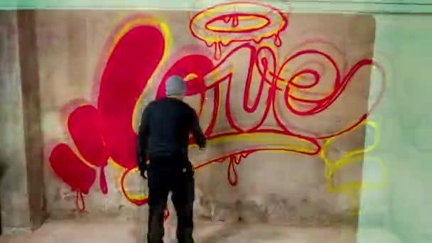 Kresba interpreta na betonových stěnách