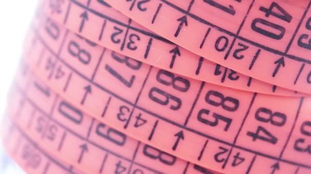 otáčení pásky s červeným měřítkem, podobně jako koncepčních rozměrů a nekonečna