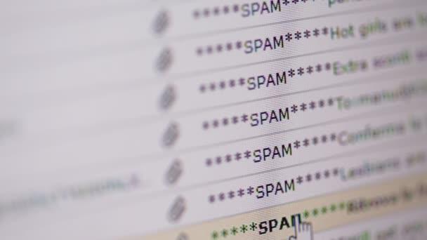Detailní záběry ze zásobníku nevyžádané e-mailové dopisy na obrazovce počítače zobrazí
