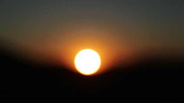 malebné záběry z klidné červené svítání v Jižní Africe