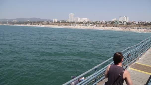 Usa, Los Angeles Santa Monica-Circa Srpen 2019: Santa Monica pobřeží a molo za slunečného letního dne