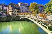 Romantikus régi Strasbourg város petite france a hangulatos csatornáit, Franciaország.