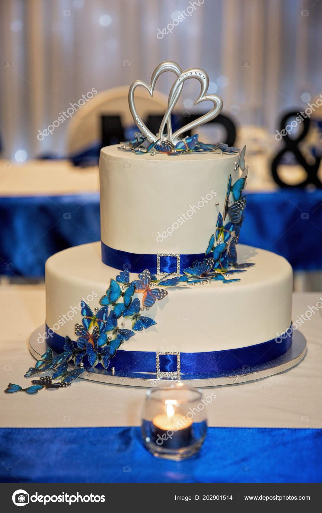 Paon Sur Thème Deux Niveaux Glacé Gâteau Mariage Avec Topper