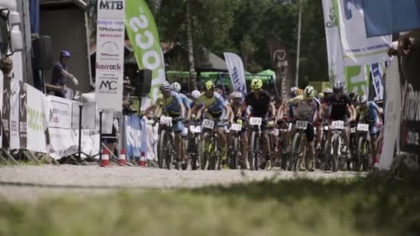 Start závodu konkurenční horské kolo