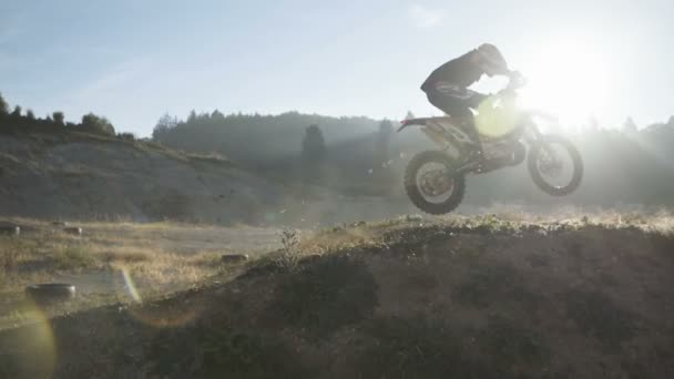 Dirt bike jezdce na lyžích