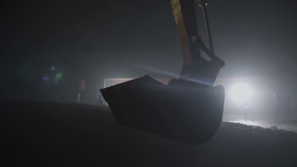 Escavatore idraulico con braccio secchio