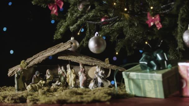 Krippe unterm Weihnachtsbaum