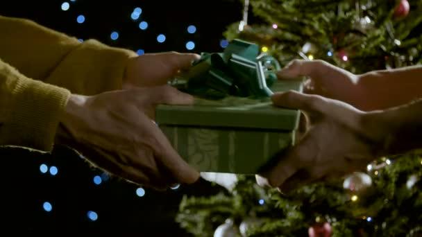 Rozdávání vánoční dárky