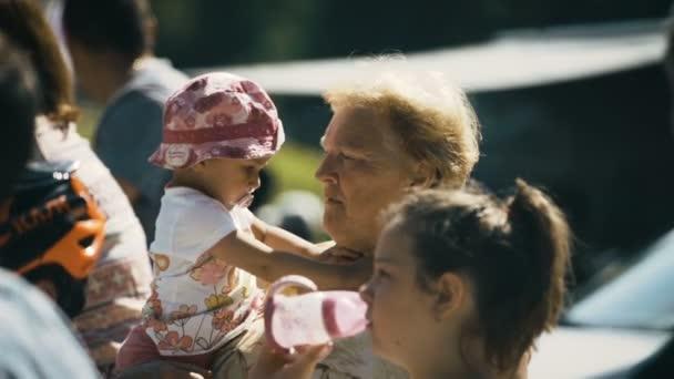 Babička na děti pozor