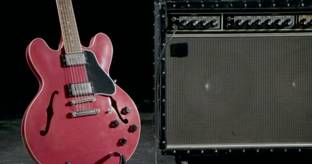 Retro gitár erősítő és elektromos gitár, gitár állvány