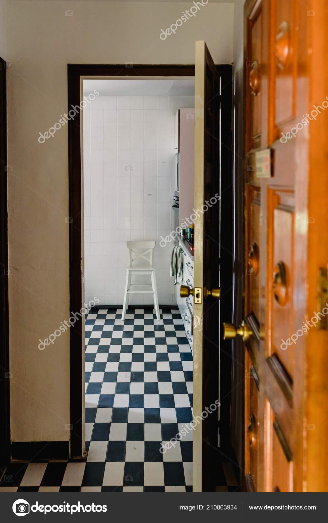 Retro Wysokie Białe Drewniane Krzesło Kuchni Vintage
