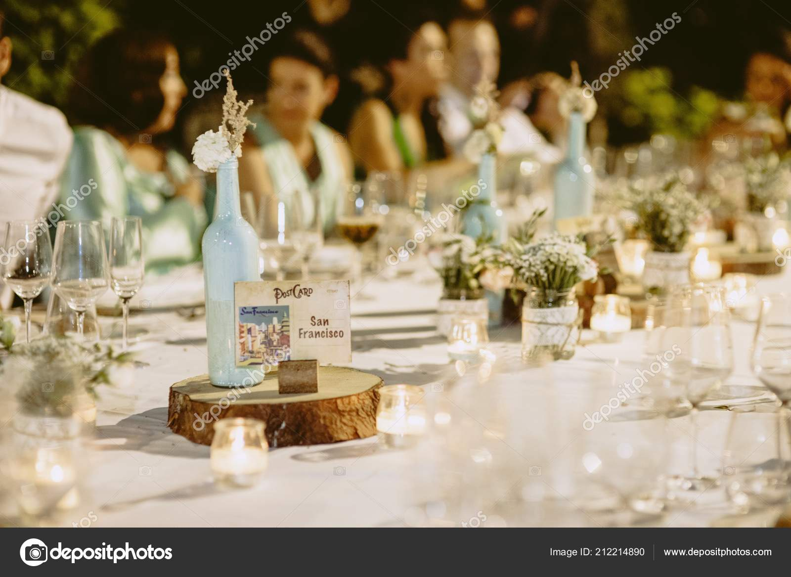 56f267060245 Διακόσμηση Από Κεντρικά Του Γάμου Μαχαιροπίρουνα Και Vintage Λεπτομέρειες–  Εκδοτικές Φωτογραφίες Αρχείου