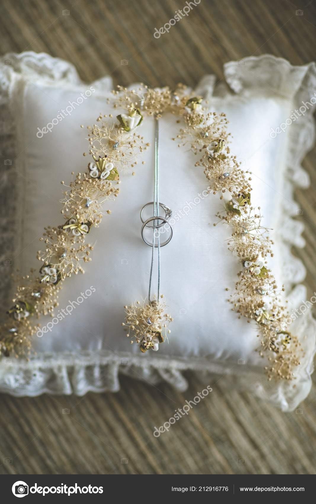Used Wedding Rings.Wedding Rings Sewn Traditional Cushion Ready Used Wedding Day
