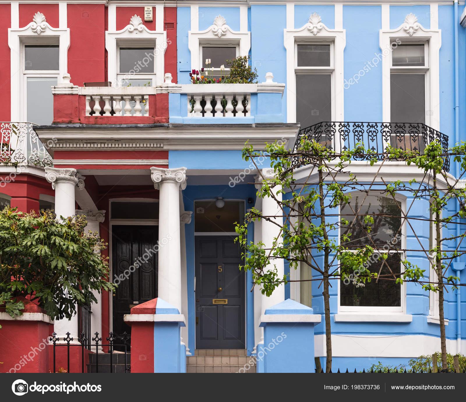 Blau Und Rot Der Fassade Eines Hauses Englisch Stockfoto